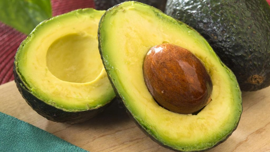 KitchenTips_HowToCutAvocado_042915_AltEnd-img_1280x720 (1)